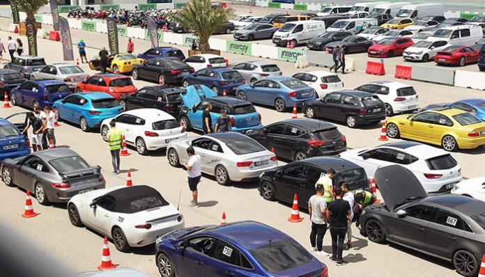 Hız tutkunları, araçlarıylaIntercity İstanbul Park Pisti'ne akın ettiler