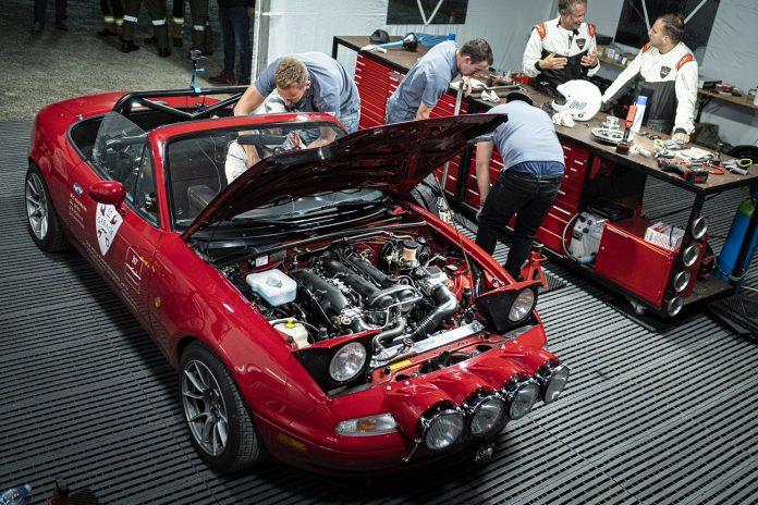 P Zero Asimmetrico lastiklerle donatılmış Mazda MX-5 ile ilk Dünya rekoru