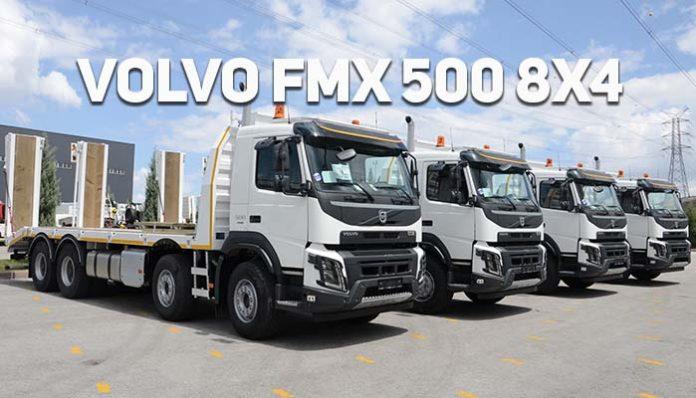 """Orman Genel Müdürlüğü, filosunu 4 adet Volvo FMX 500 8x4 kamyonla güçlendirdi Volvo Trucks, Orman Genel Müdürlüğü'ne Devlet Malzeme Ofisi aracılığı ile 4 adet Volvo FMX 500 8x4 satışı gerçekleştirdi. Volvo FMX 500 8x4 kamyonların, engebeli arazilerde ve yüksek tonajlarda maksimum hareket kabiliyetine sahip olması Orman Genel Müdürlüğü'nün tercihinde etkili oldu. Her türlü koşulda yüksek performans ve verimlilik sağlayan kamyonlarıyla gerek özel gerekse kamu sektörünün vazgeçilmez tercihi olan Volvo Trucks, satışı Nisan ayında Orman Genel Müdürlüğü'ne yapılan 4 adet Volvo FMX 500 8x4 iş makinası taşıma kamyonu teslimatını gerçekleştirdi. Kamyon, çekici ve yangın arazözü olmak üzere filosunda toplam 1480 adet kamyon bulunan kurum, Volvo Trucks'ın müşterilerine her türlü çalışma koşuluna uygun, terzi usulü araç sunabilmesi nedeniyle markayı tercih etti. Orman Genel Müdürlüğü'ne teslim edilen araçlar, coğrafyasında zorlu dağ yollarını barındıran; Artvin, Trabzon, Giresun ve Zonguldak Orman İşletmeleri'nde gerek yangın gerekse yol yapımına destek olmak üzere hizmet verecek. En zorlu koşullarda, çamura saplanmadan ağır yükleri taşıyabilmek için tasarlanmış olan Volvo FMX, performans, dayanıklılık, güç ve yakıt tasarrufunda rakiplerini geride bırakıyor. Optimize edilmiş motor, otomatik çekiş kontrolü, yakıt tasarrufu sağlayan şasi ve akıllı şanzıman ile yakıt verimliliği sunarken engebeli ve zorlu arazi koşullarında da sürücü ve sürüş güvenliğinin yanı sıra konforu da göz ardı etmiyor. Ayrıca Volvo Trucks'a özel """"Otomatik Çekiş Kontrolü, Volvo Dinamik Direksiyon Sistemi, 52 ton teknik kapasite, karınca vites gibi özellikleriyle zorlu arazi koşullarında dahi mükemmel hareket kabiliyeti sağlıyor. Orman Genel Müdürlüğü'nde yapılan teslimat töreninde, Volvo Trucks Üst Yapı ve Kamu Saha Satış Müdürü Emrah Kutlu ile Orman Genel Müdürlüğü yetkilileri yer aldı."""
